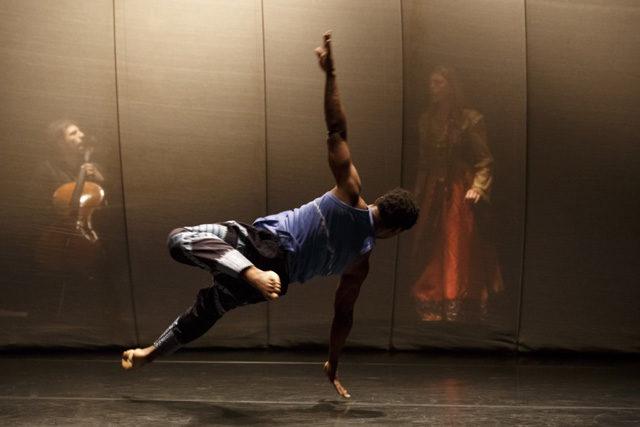 [Avignon] «Qaddish», et la mémoire devint danse dans les pas de Qudus Onikeku