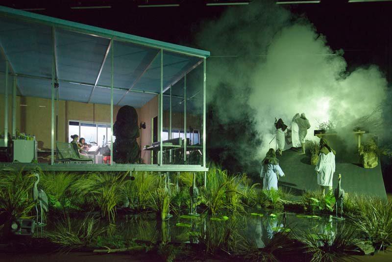 Swamp Club, le conte médiéval de Philippe Quesne au Festival d'Automne