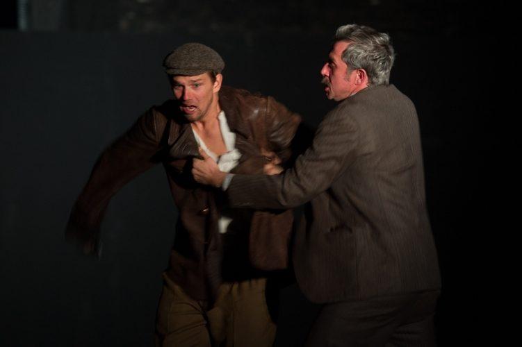 «Seul dans Berlin», l'intense adaptation de Luk Perceval par le Thalia Theater de Hambourg