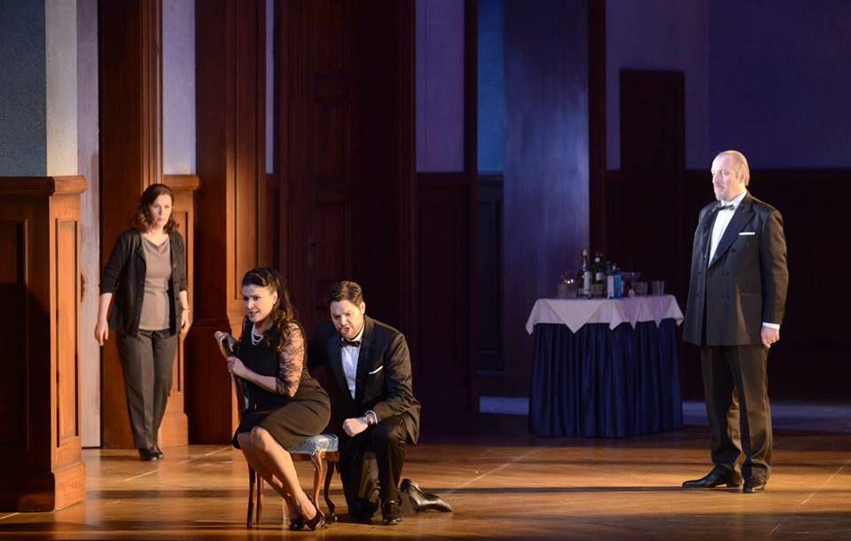 Otello: la mariée mise à mort par ses prétendants mêmes