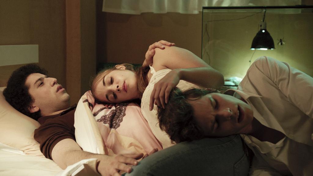 alice isaaz sexe sexe dans une salle de cinema