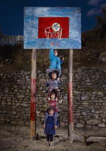 Jeunes Népalaises, le poids de la famille nombreuse, Népal, 2013 © Floriane de Lassée - La Galerie Particulière