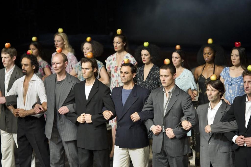 «Palermo, Palermo», le Wuppertal Tanztheater recrée l'esthétique du divers de Pina Bausch au Théâtre de la Ville