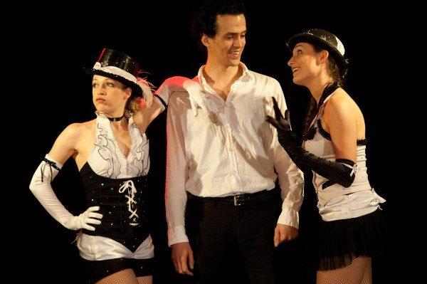 « Le Cabaret des Frangines » : un voyage facétieux de Paris à Broadway