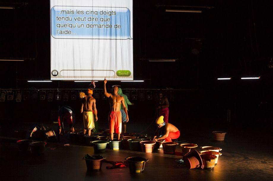 [Festival d'Avignon] Robyn Orlin dirige et dérange huit danseurs