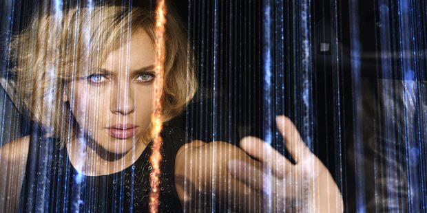 Triomphe de «Lucy» : Luc Besson et Scarlett Johansson explosent le box office américain!