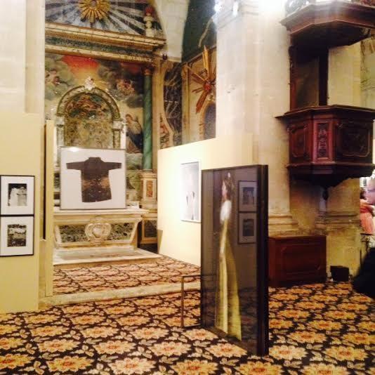 [Rencontres d'Arles] Christian Lacroix offre ses visions de l'Arlésienne à la Chappelle de la Charité
