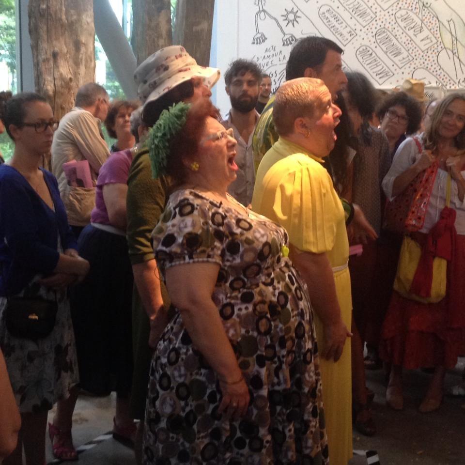 [Live report] « Pêché Mignon » : Macha Makeïeff et sa fanfare en performance gourmande à la Fondation Cartier