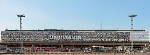 Un méga-mur de selfies sur les parois d'Orly