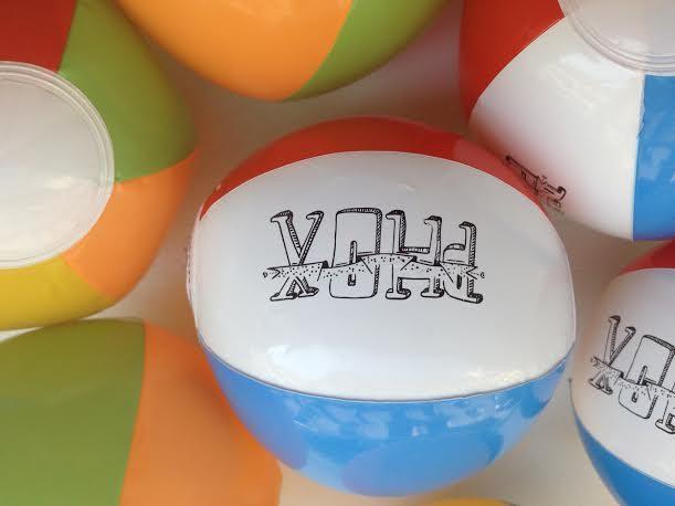 Gagnez 3 ballons de plage à l'effigie du groupe PHOX, pour un été pop et ballonné