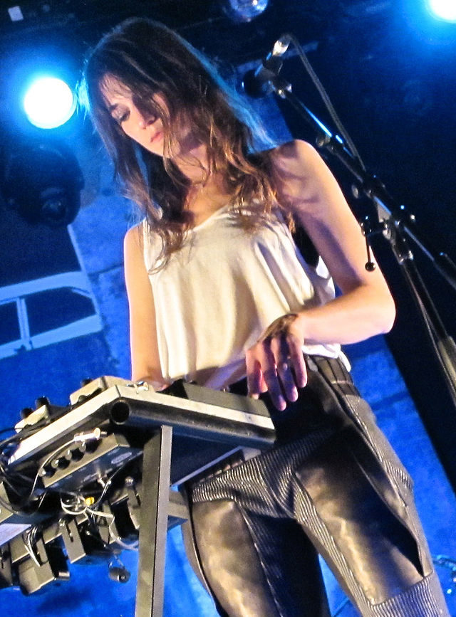 Entre deux films, Charlotte Gainsbourg prend le temps pour trois petites notes de musique