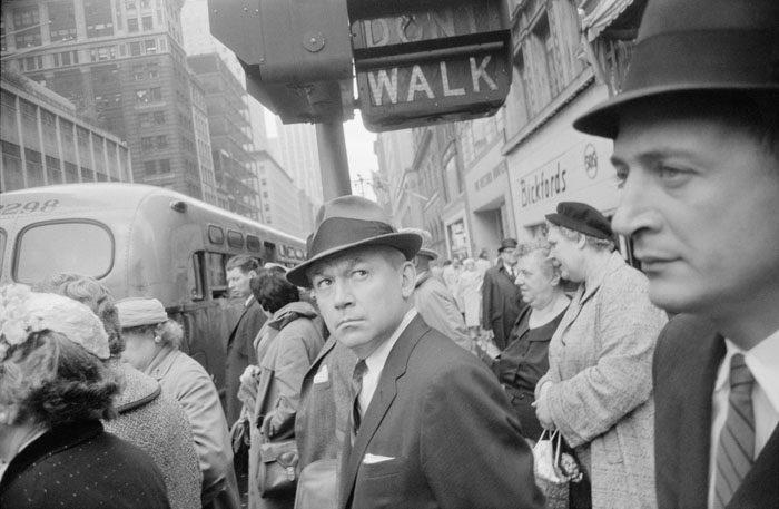 Au Jeu de Paume, Garry Winogrand sillonne l'Amérique d'après-guerre avec brio