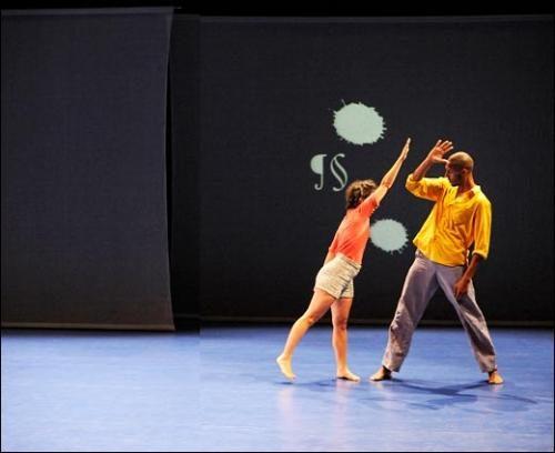« Univers Light oblique » : Georges Appaix fait danser le langage au Théâtre de la Ville