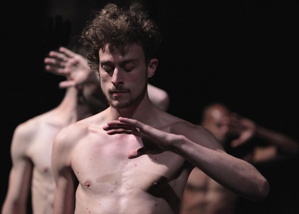 Tragédie à La rose des vents : Olivier Dubois emporte le public dans sa danse tellurique