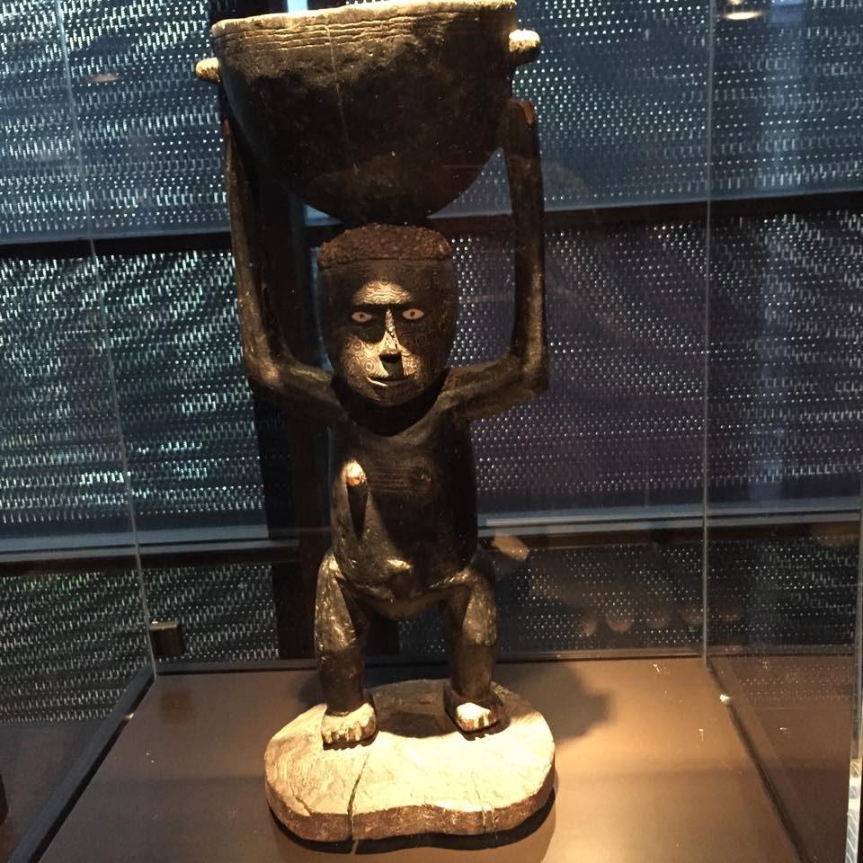 « L'éclat des ombres » : apparats et eaux profondes des îles Salomon au Musée du Quai Branly