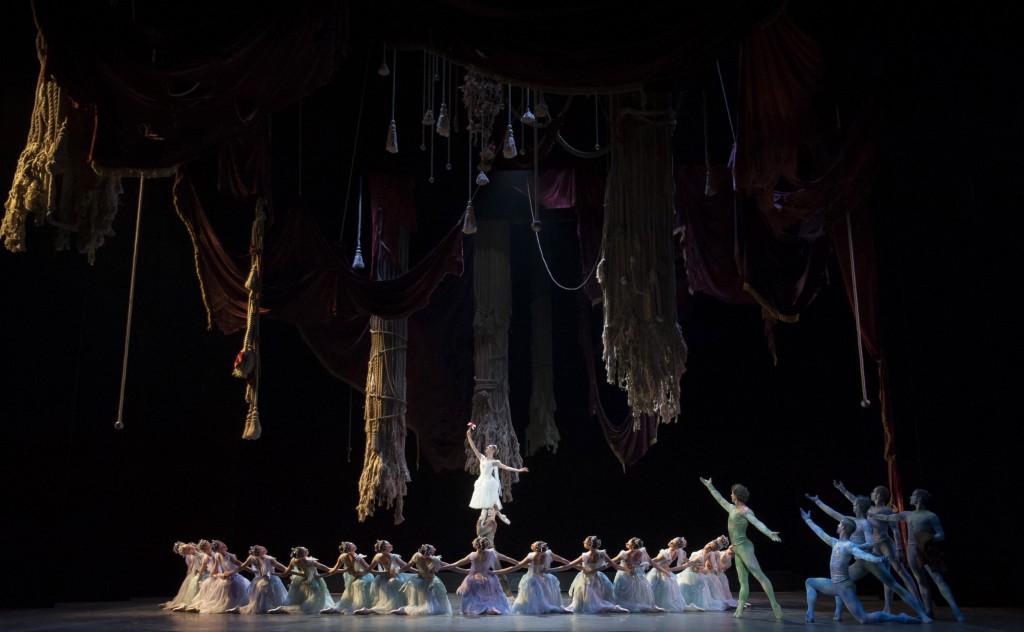 «La Source» à l'opéra Garnier : l'élégance classique au sommet