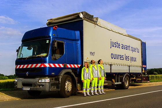 En camion dans les rues de Paris, Ktha Compagnie joue avec les dimensions