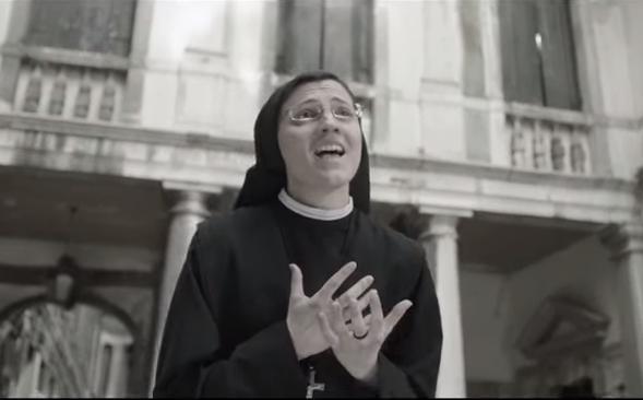 Soeur Christina loue la Madonne du haut des charts en reprenant «Like a Virgin»