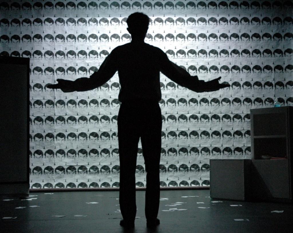« Artiste de complément » au théâtre de l'Essaïon
