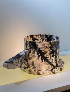 "Peter SHIRE ""Colossal 02"" -  2015 Ceramic  8.5""H x 21.5""L x 13""D (H.21,6 x L.54,6 x D.33 cm) Crédit photo : Franck JESSUELD"