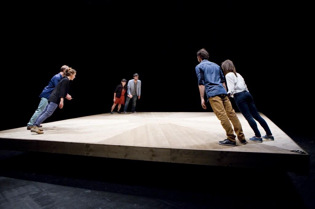 Yoann Bourgeois: «Celui qui tombe» ou six personnages en quête d'équilibre