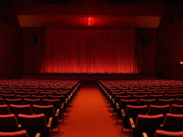 Les menaces pèsent sur les théâtres