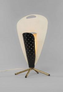 Lampe B210- Michel Buffet Edition Luminalite- 1952 Métal laqué blanc et noir, laiton poli Courtesy galerie Pascal Cuisinier