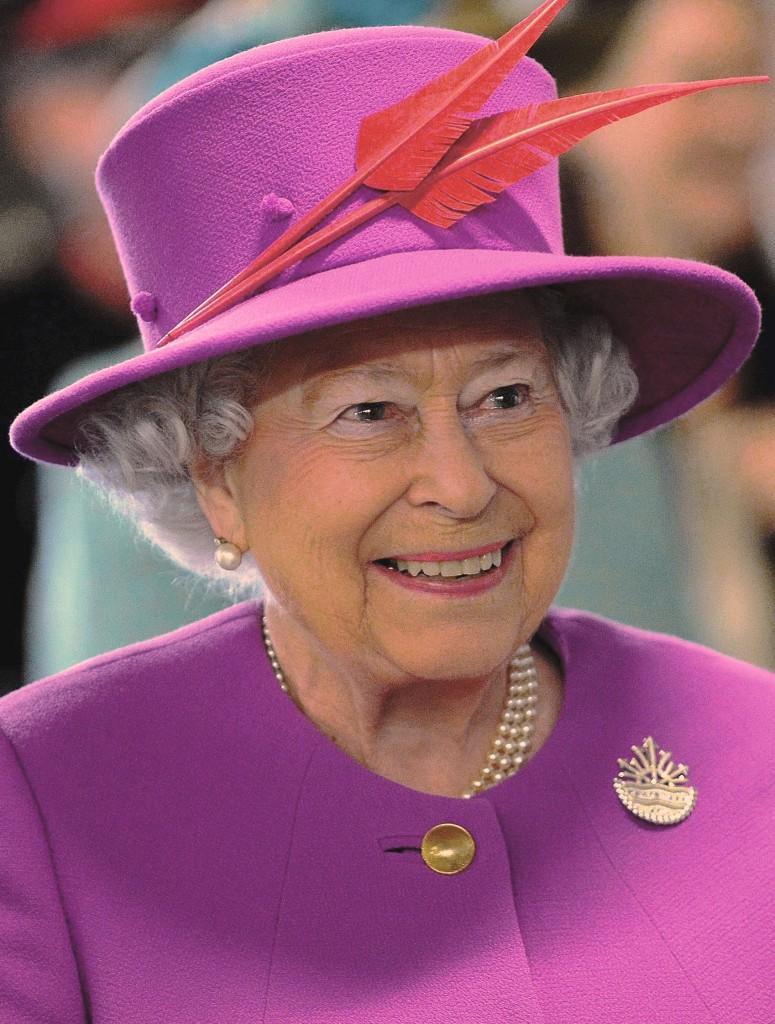 Polémique après la publication d'images de la reine Elisabeth II faisant le salut nazi