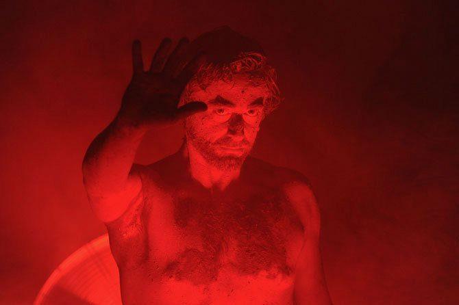 [Avignon Off] Sur la page Wikipedia de Michel Drucker…Anthony Poupard décentralise le spectacle
