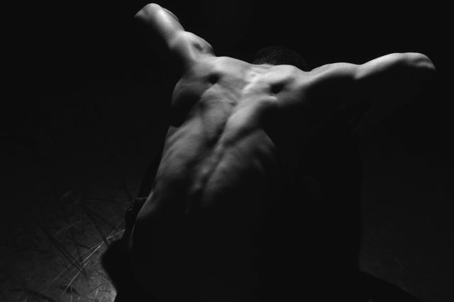 «Chorégraphie» Tom Klefstad éclaire les danseurs de dos