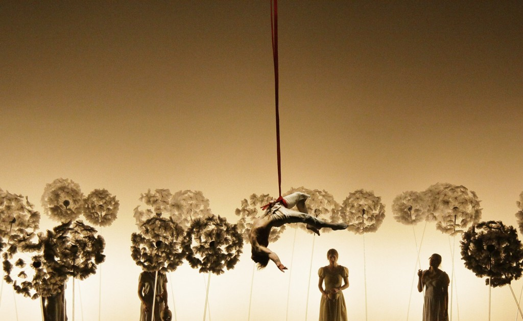 «La Verita», du théâtre élégant et poétique autour de Salvador Dali aux Folies Bergères