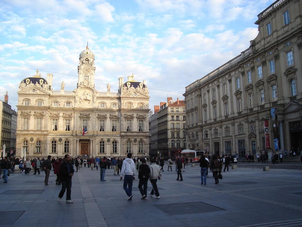 L'artiste Daniel Buren envisage une action en justice contre la ville de Lyon