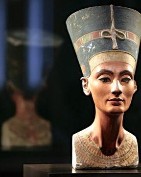 Une nouvelle hypothèse dans la recherche du tombeau de Nefertiti dévoilée
