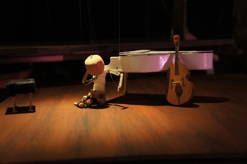 « Qui est Monsieur Lorem Ipsum? » : un stupéfiant théâtre de marionnettes guidées par ordinateur