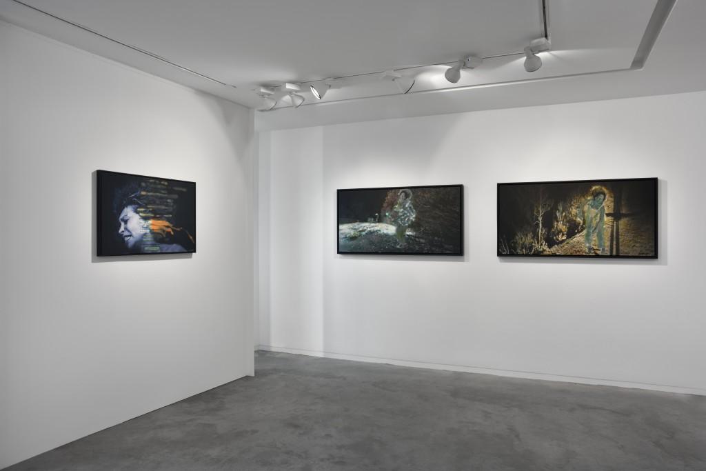 Christine Barbe à la galerie Eric Mouchet : miroir hypnotique de nos angoisses