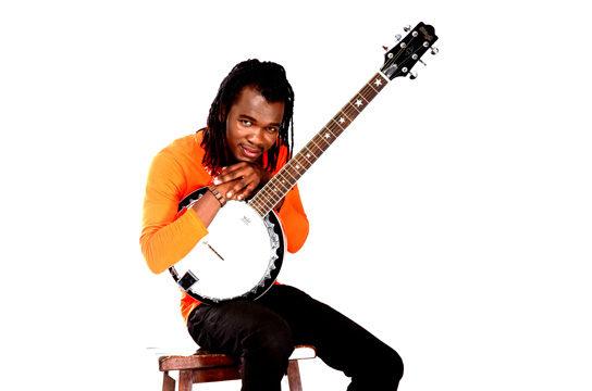 Concert de Jean Jean Roosevelt, le chanteur haïtien, prix TV5MONDE et médaille d'or au concours de chanson des Jeux de la francophonie en 2013, présente son nouvel album «Ma Direction», enregistré dans les studios de Youssou N'Dour au Sénégal.