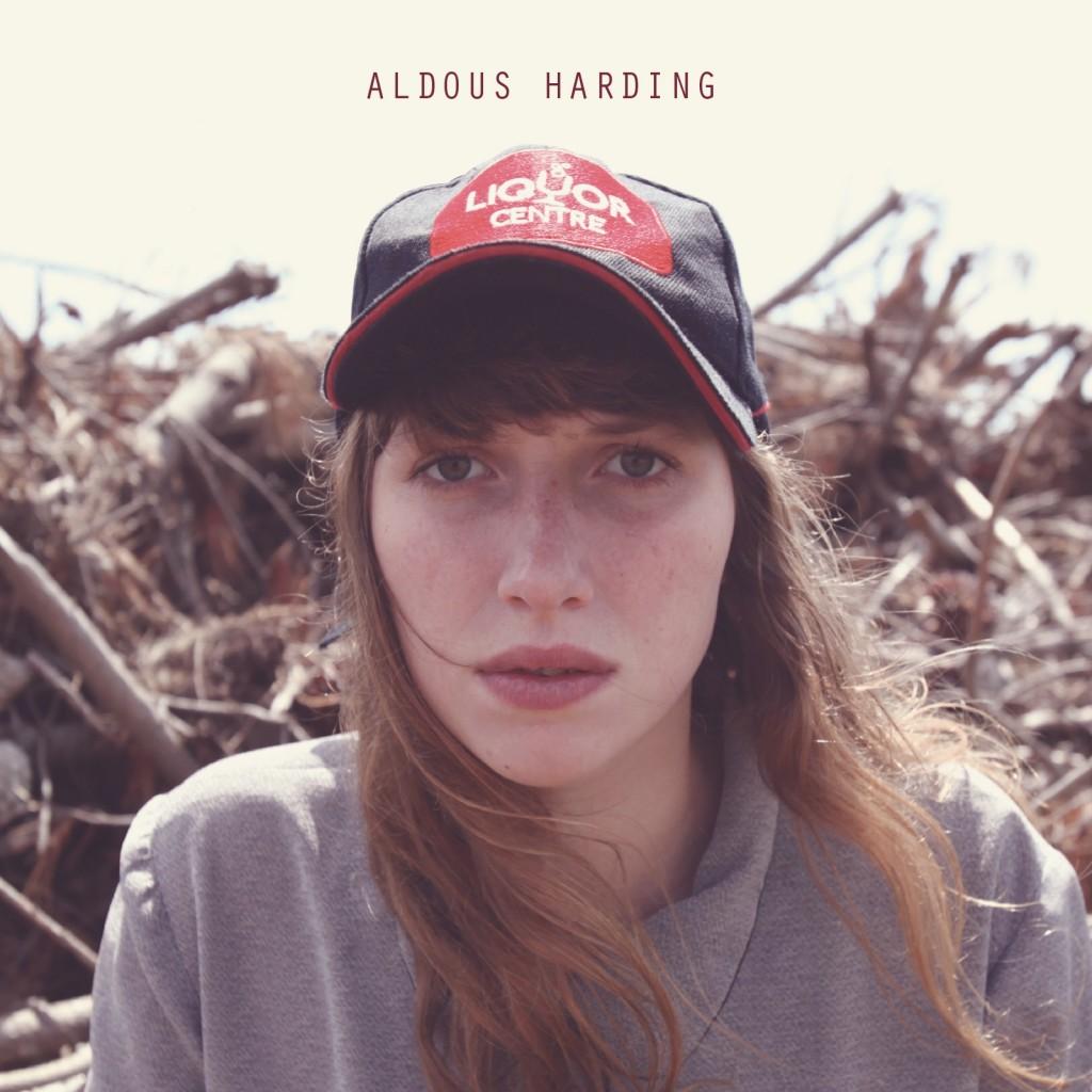 [Chronique] Aldous Harding : folk isolé, chansons hantées