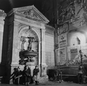 Dames de la Fontaine - Roger Schall, 1935  Courtesy Galerie Argentic