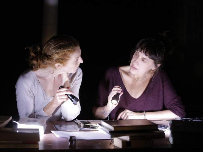 « Deux Ampoules sur Cinq » : l'insoumission poétique