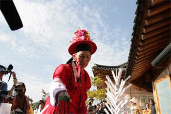 [Festival d'Automne] Mansudaetak-gut, un rituel chamanique rare ouvre l'année France-Corée