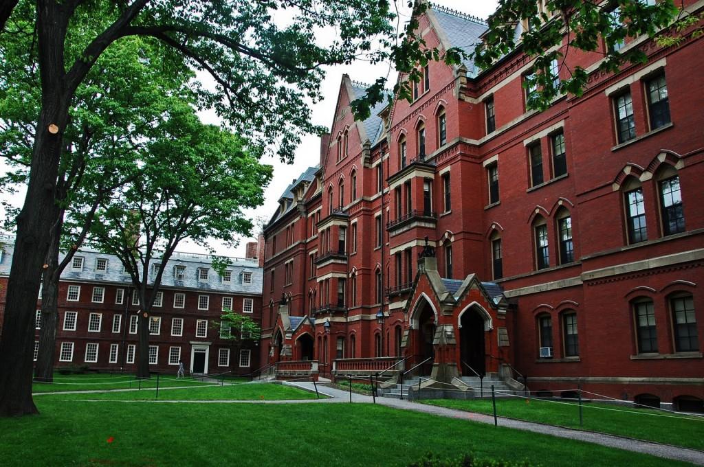 Harvard : une plateforme recueille des témoignages sur Charlie hebdo