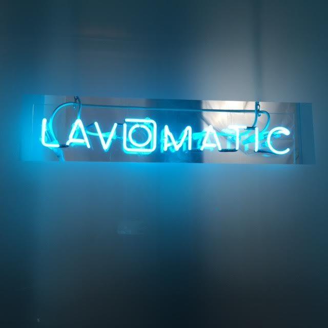 Le Lavomatic, un bar à cocktail caché et chaleureux à République