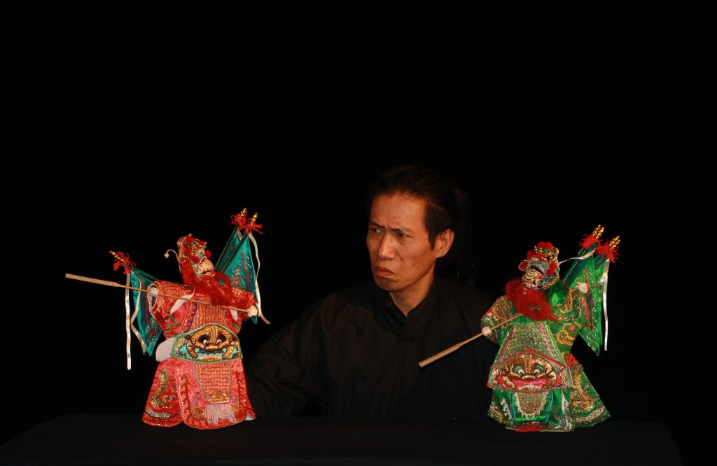 «Teahouse», spectacle de marionnettes poétique et désabusé sur la lente érosion de la culture traditionnelle chinoise