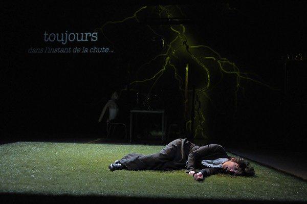 «Farben» de Mathieu Bertholet : le drame intime de la conscience face à la science.