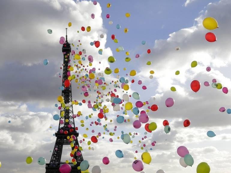 «Paris est une fête»: en tête des ventes