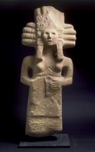 Ste?le De?esse du Mai?s, Re?gion de Tampico, Panuco, 700 ap. J-C. Gre?s beige, 107 x 42 x 16 cm. Courtesy Jeanne Bucher Jaeger, Paris.