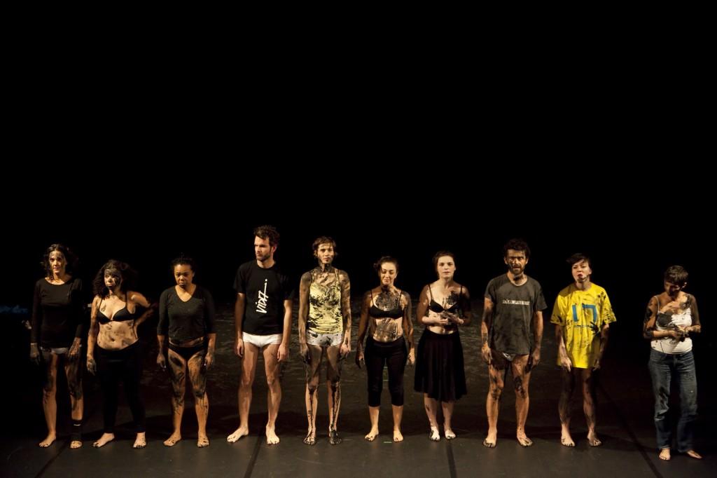 Ambiance ludique pour « Nus, féroces et anthropophages » au Théâtre du Nord