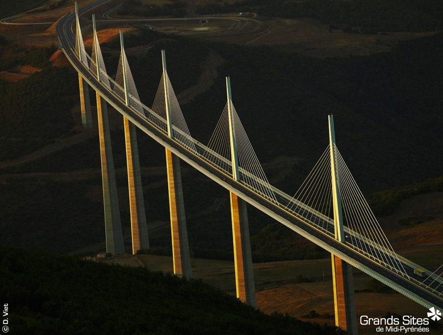 Avis aux selfies addicts : le Viaduc de Millau est désormais libre de droit à l'image