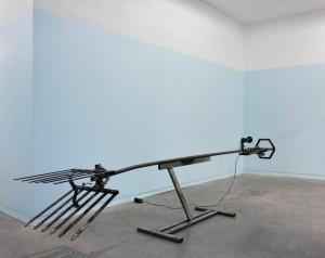 Pierre Gaignard, l'Abbacchiatore, 2015, métal, moteur, 295 x 45 x 68 cm