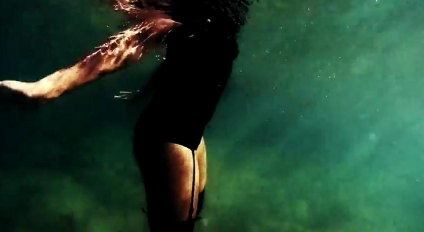 [Exclu] Le clip Dr Love de Julia Palombe